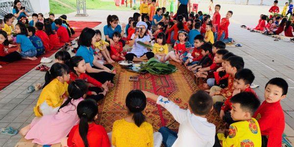 Hoạt động ngoại khóa: Gói bánh chưng xanh- Mở hồn Tết Việt
